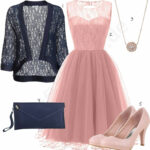 Frauenoutfit Mit Rosa Kleid, Pumps Und Anhänger Outfits11you